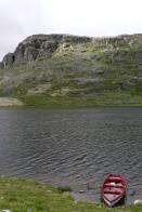 po jezeru se lze projet na člunu