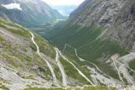 každému tento pohled na silnici v Trollstigen nedělá dobře